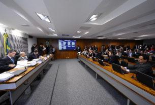 CCJ REJEITA EMENDA SOBRE FORMAÇÃO DE CONSELHO